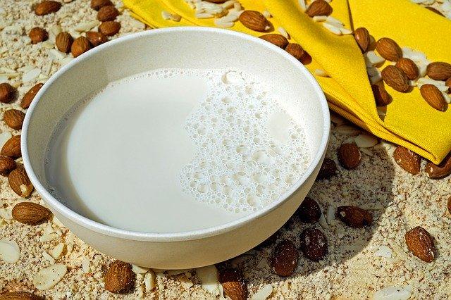 Mandelmilch selber machen, einfacher geht's nicht!